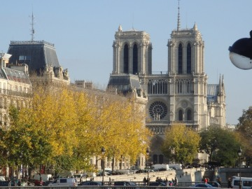 1 Bedroom Riverfront with View of Notre Dame